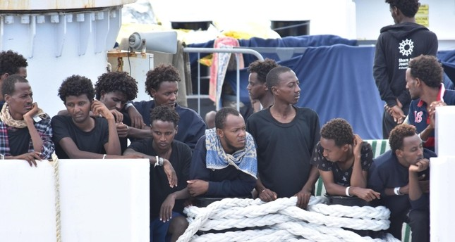 Migrants wait to disembark from Italian Coast Guard ship Diciotti in the port of Catania, Italy, 24 August 2018. (EPA Photo)