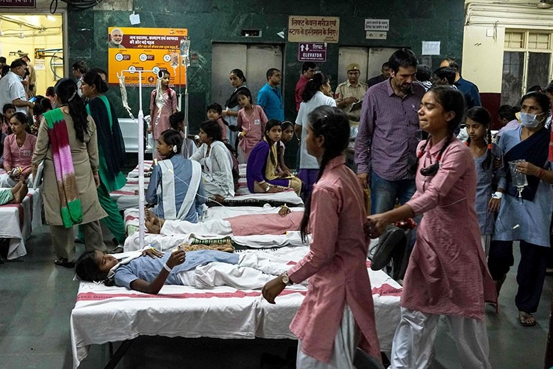 Indian schoolgirls are treated at a government hospital after a gas leak from a nearby container depot in New Delhi. (AFP Photo)