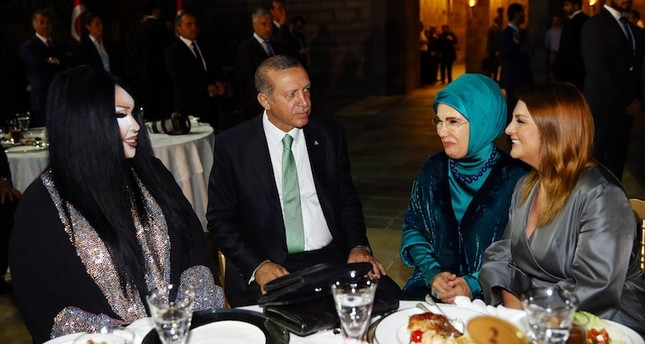 Turkish singer Bülent Ersoy(L) talks with President Erdoğan(C-L) and his wife Emine(C-R) at an iftar dinner held in Istanbul on June 20, 2016. (AA Photo)