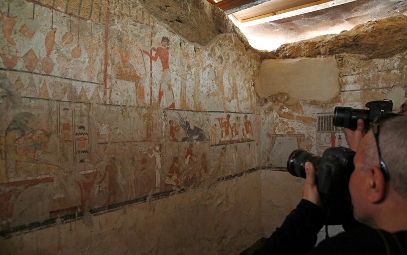 Media cover the discovery tomb of a priestess named ,Hetpet, belonging to a fifth dynasty in Old Kingdom at the Giza plateau, the site of the three ancient pyramids on the outskirts of Cairo, Egypt February 3, 2018.  (Reuters Photo)