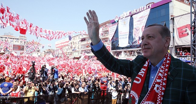 President Recep Tayyip Erdoğan waves at supporters in an election rally in Ümraniye district, Istanbul, April 15, 2017. (AA Photo)