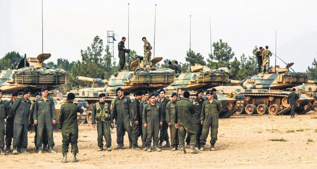 Turkish soldiers in Operation Euphrates Shield against DAESH in northern Syria are gathering next to tanks in the Karkamış district of Turkey's southeastern Gaziantep province on the border with Syria, Aug.25.
