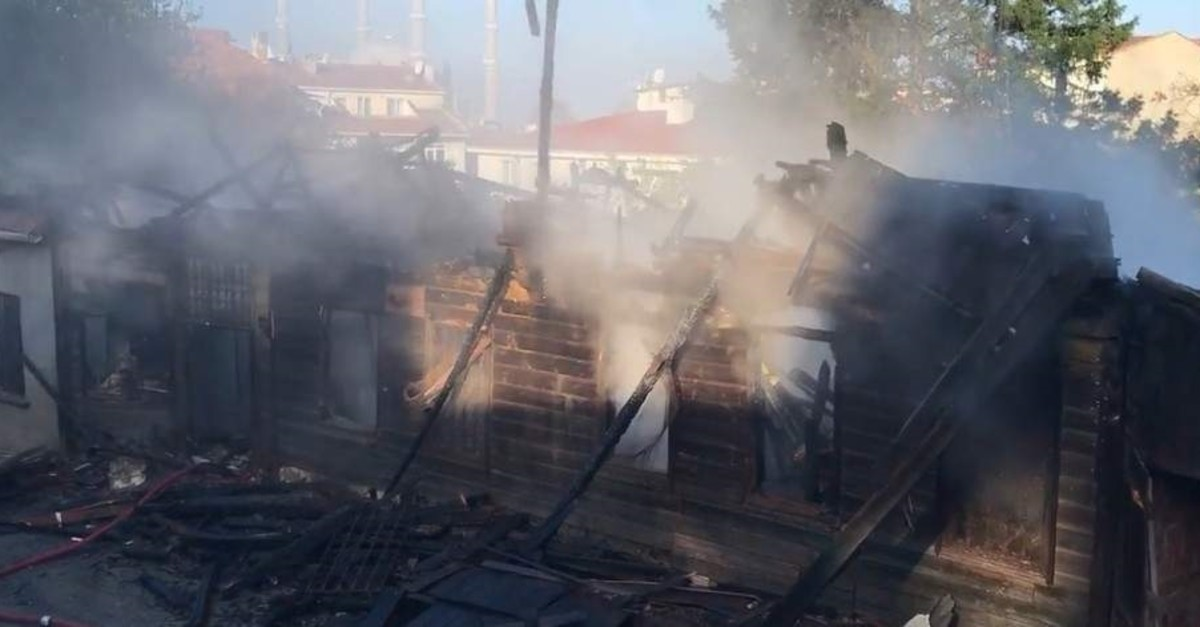 A historic mansion in northwestern Turkey's Edirne province was reduced to ashes in a fire early Friday morning. (IHA Photo)