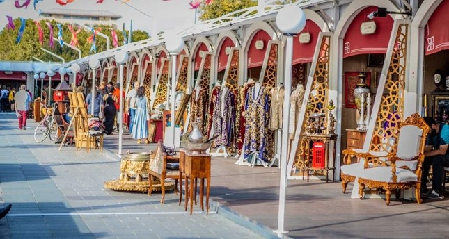 Istanbul's historical peninsula hosts antique fest