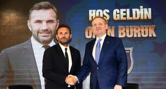Okan Buruk L shakes hand with Başakşehir President Göksel Gümüşdağ at a signing ceremony, June 11, 2019.