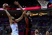 Die türkische Basketball-Nationalmannschaft hat ihr viertes Gruppenspiel gegen Belgien mit 78:65 am Dienstagabend gewonnen und sich dadurch für das Achtelfinale der Basketball-EM 2017...