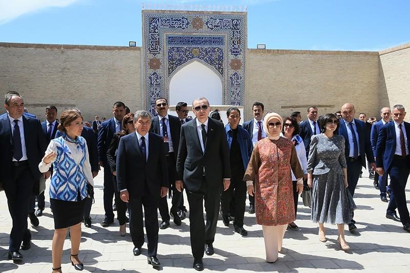 President Recep Tayyip Erdou011fan and first lady Emine Erdou011fan visit the tomb of Muhammad Baha'uddin Shah Naqshband in Bukara, Uzbekistan. (AA Photo)