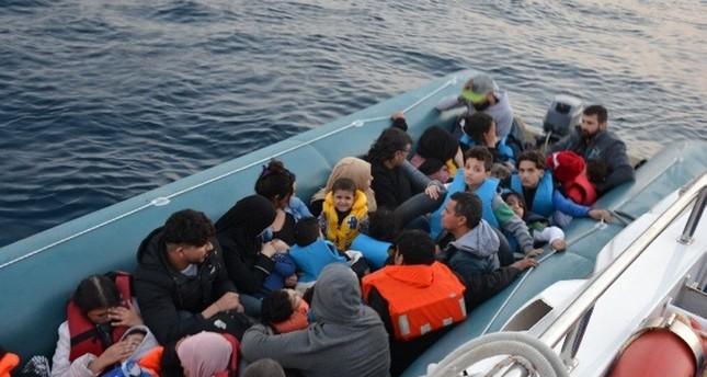 بناءً على شهادة ناجية من غرق مركب.. تركيا توقف ٤ من مهربي البشر