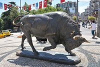 Kadıköy's landmark bull statue finally earns its resting place