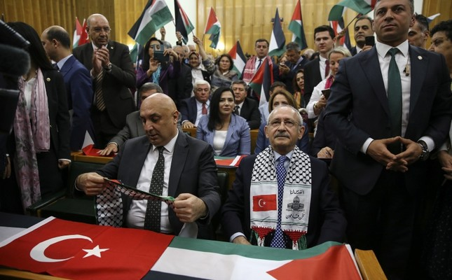 CHP members wave Turkish and Palestinian flags ahead of Chairman Kemal Kılıçdaroğlu's parliamentary group meeting on May 15, 2018. (AA Photo)