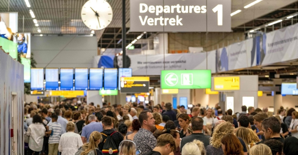 People wait in the departure hall of the Amsterdam-Schiphol airport, southwest of Amsterdam, as a problem with refuelling grounded several dozen planes and hundreds of passengers on July 24, 2019 (AFP Photo)