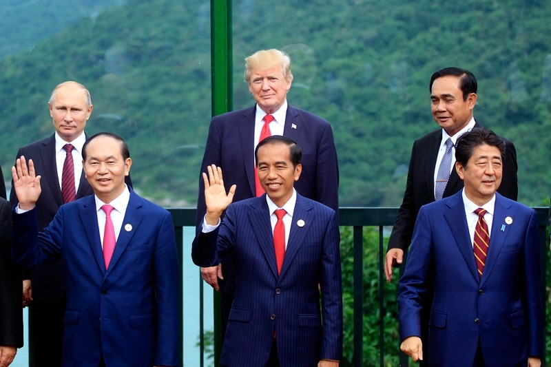 Leaders pose for a photo during the family photo session during the Asia-Pacific Economic Cooperation (APEC) Summit in Danang, Vietnam, Saturday, Nov. 11, 2017. ( AP Photo)