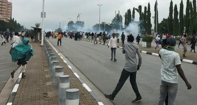 مظاهرات تطالب الإفراج عن الزعيم الشيعي ابراهيم زكزكي تحولت لأعمال عنف (رويترز)