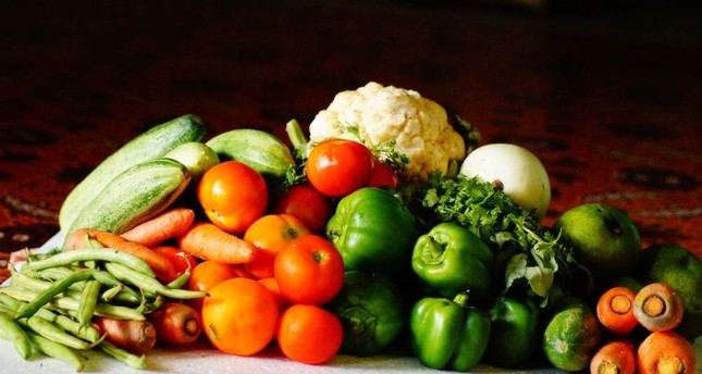 To beat obesity, you need to change your diet and add more vegetables and fruits. (FILE PHOTO)