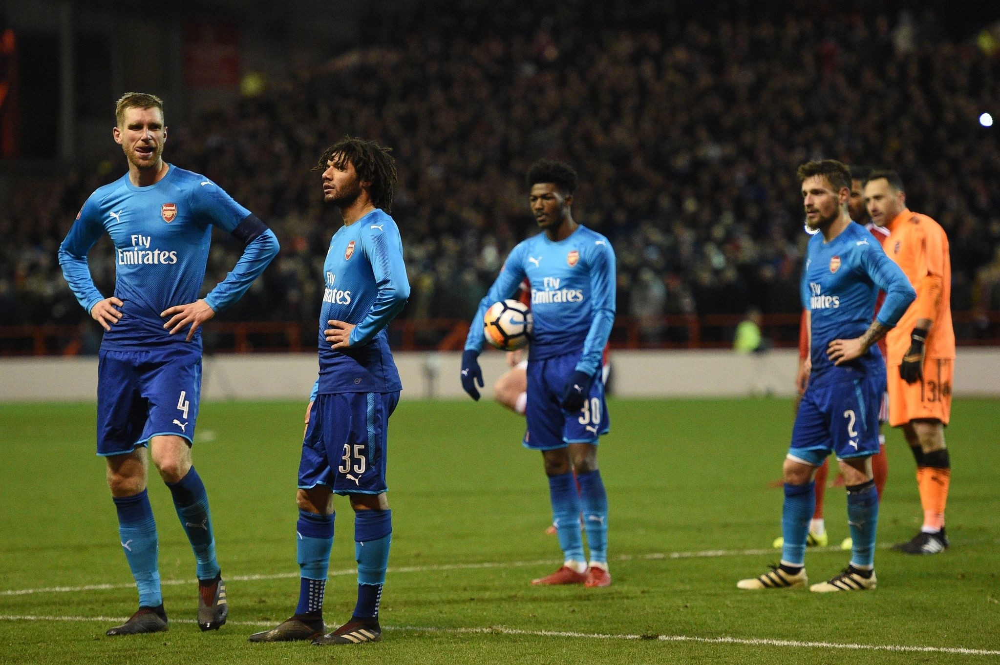 Arsenal players react to the awarding of the second penalty to Nottingham Forest during the English FA Cup third round football match between Nottingham Forest and Arsenal at The City Ground in Nottingham, central England, on January 7, 2018. (AFP Ph