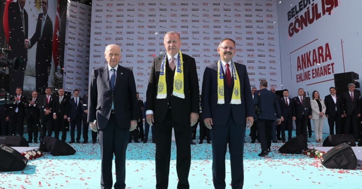 MHP Chairman Devlet Bahu00e7eli (left), President Recep Tayyip Erdou011fan (center) and People's Alliance Ankara Mayor Candidate Mehmet u00d6zhaseki (right) attend the grand Ankara rally on March 23, 2019 (AA Photo)