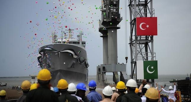 سفينة عسكرية تركية الصنع تدخل الخدمة في باكستان
