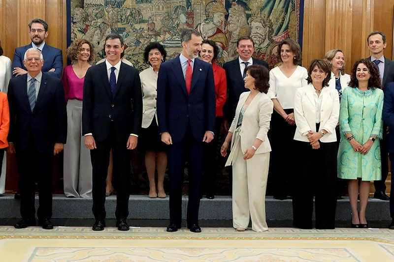 Spanish King Felipe VI (C) and Spanish Prime Minister, Pedro Sanchez (2-L, front), pose for a family photo with the new Cabinet after the swearing-in ceremony at La Zarzuela Palace, in Madrid, Spain, June 7, 2018. (EPA Photo)