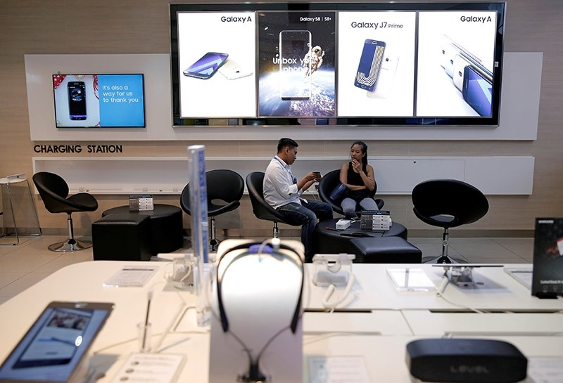 A salesperson serves a customer at a Samsung phone store in Jakarta, Indonesia, July 7, 2017. (Reuters Photo)