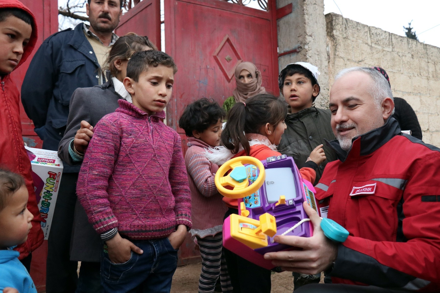 Turkeyu2019s Red Crescent President Dr. Kerem Ku0131nu0131k delivers toys to children in Deir Ballut in Jinderes, Afrin, Feb. 17.