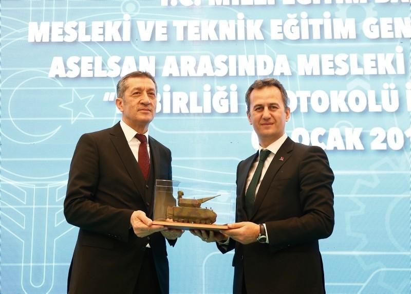 Photo shows Education Minister Ziya Selu00e7uk (L) and the general director of ASELSAN Haluk Gu00f6rgu00fcn. (AA Photo)