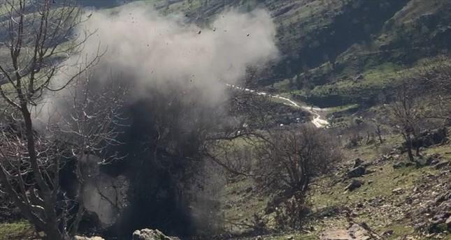 الجيش التركي يدمر مغارة ومخابئ للإرهابيين في هاكورك