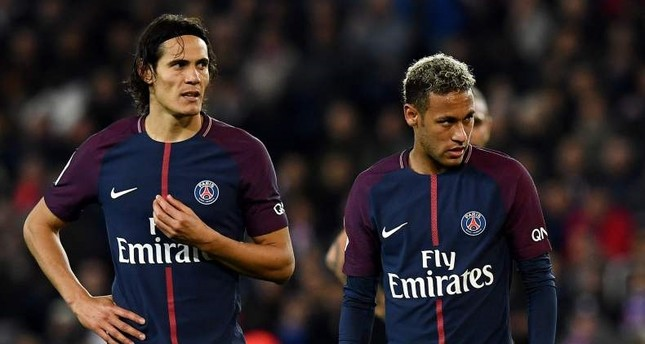 Cavani (L) and Neymar react during the French Ligue 1 football match against Lyon.