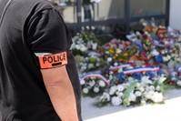 جانب من تأبين رجل شرطة قتل في عملية ضد تجار المخدرات الفرنسية