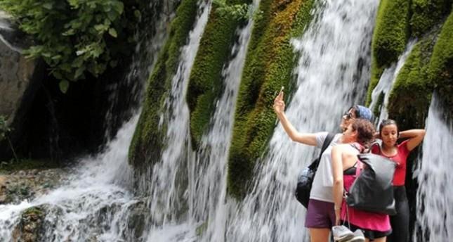 شلال كوب يخفف وطأة حر تموز جنوب تركيا