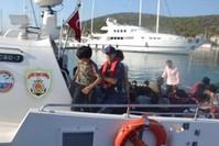 خفر السواحل في عملية إنقاذ المهاجرين وضبطهم (DHA)