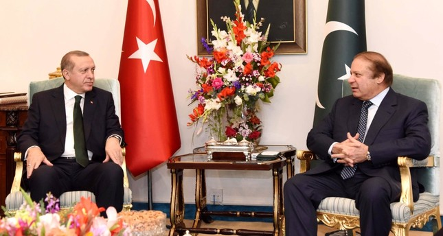 President Erdoğan talking with Pakistani Prime Minister Muhammad Nawaz Sharif during their meeting at Pakistani Prime Minister House on Feb 28.