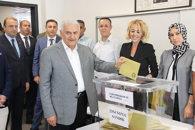 Prime Minister Binali Yıldırım casts his vote in Turkey's June 24, 2018, presidential and parliamentary elections.