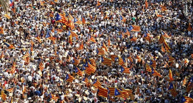 People hold Catalan separatist flags known as Esteladas during a gathering to mark the Catalonia day Diada in central Barcelona, Spain, September 11, 2016. (REUTERS Photo)