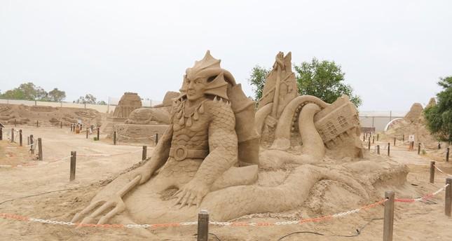 انطلاق مهرجان النحت على الرمال في أنطاليا التركية منتصف هذا الشهر