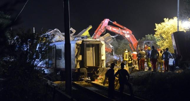 Zugunglück in Italien: Suche nach Opfern und Schuldigen