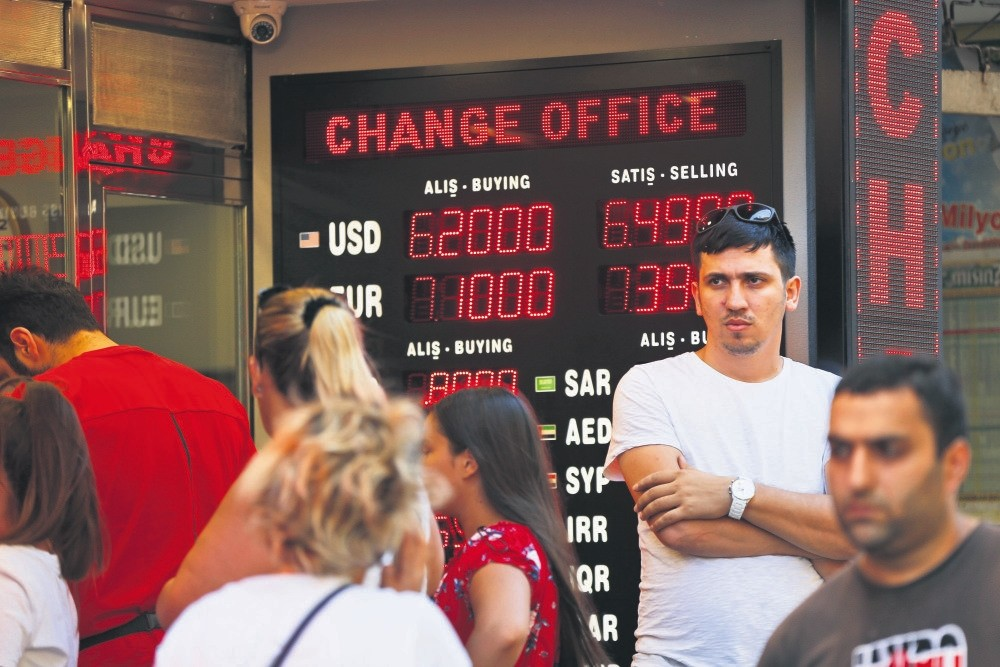 People line up at a currency exchange shop as the U.S.' manipulative attacks on the Turkish lira continue unabated, Aug. 14.