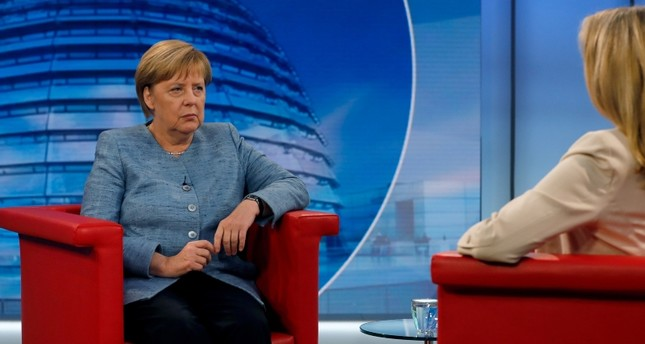 Merkel (L) sits with German ARD TV journalist Tina Hassel at the beginning of the ARD summer TV interview, in the ARD headquarters, in Berlin, Germany, 26 August 2018.  (EPA Photo)