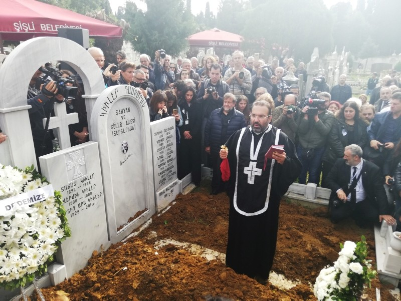 A priest speaks in front of the grave of Güler at Şişli Armenian cemetery during his funeral at Şişli district in Istanbul on October 20, 2018.