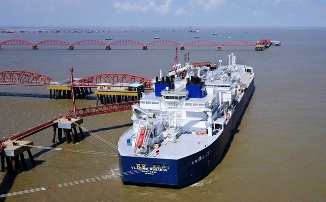 A vessel carrying a liquefied natural gas cargo from Russia's Yamal LNG project is seen at Rudong LNG Terminal in Nantong, China. REUTERS