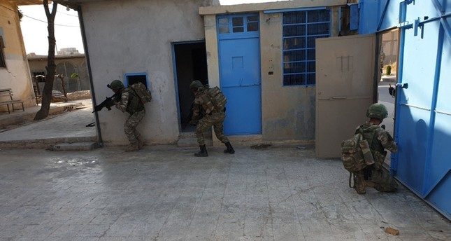 Turkish soldiers during an operation into a prison were Daesh terrorists were supposed to be held, but turned out to have been set free by the YPG (AA Photo)