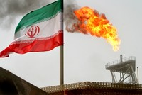 Bracing for US sanctions' impact, Iran offers discount oil to Asian customers