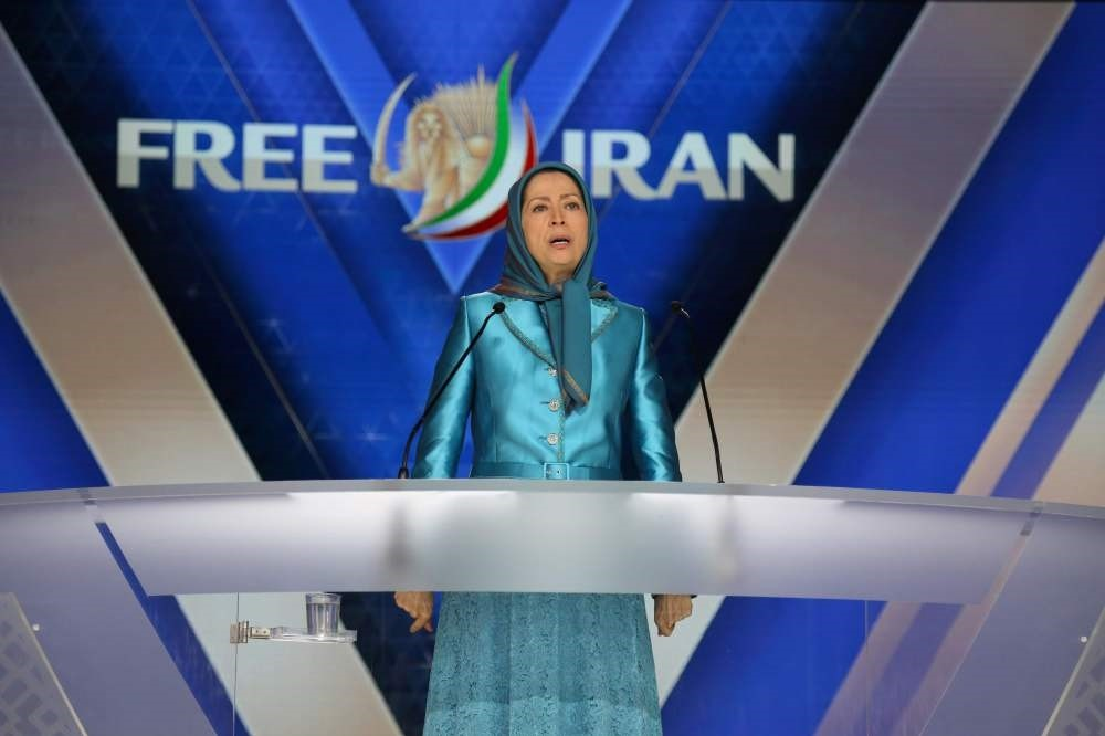 Maryam Rajavi delivers a speech during the meeting ,Free Iran 2018 - the Alternative,,  Villepinte, June 30.