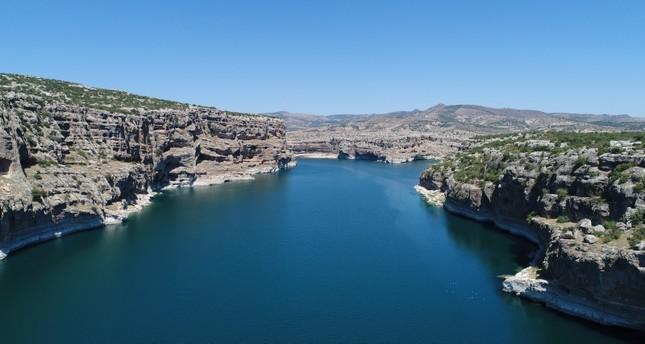 A stretch of the Euphrates River passing through the Takoran Valley in southeastern Turkey's Şanlıurfa province. (AA Photo)