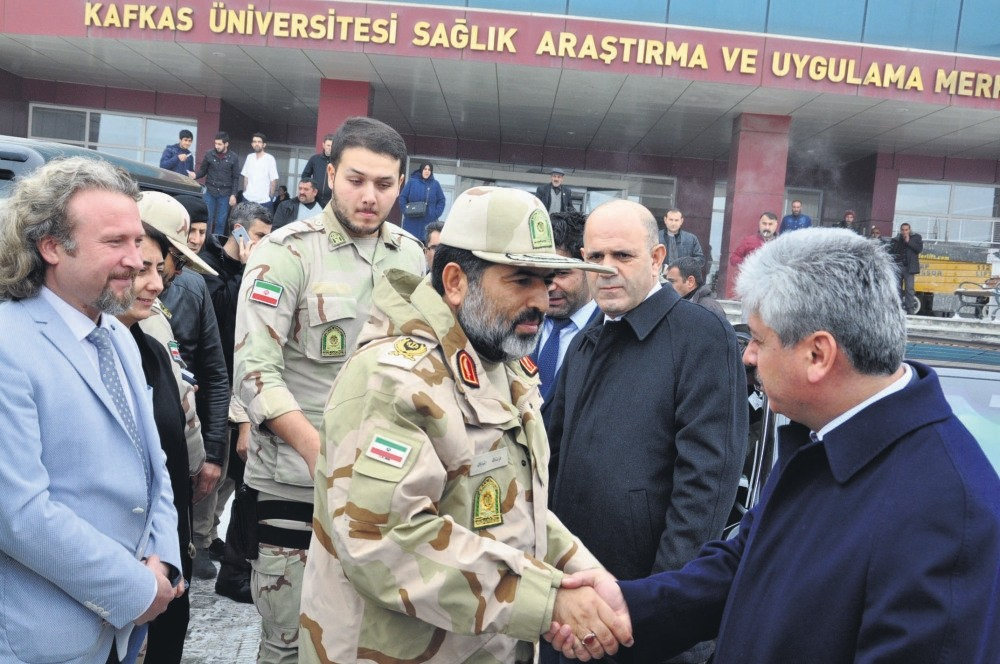 Iranian military officials shake hands with Governor of Turkish province Kars outside the hospital where the injured are taken to. Injured soldiers and engineers were airlifted to hospitals in Kars and Iu011fdu0131r in Turkey.
