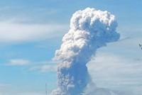 Nach Tsunami: Vulkan auf Sulawesi bricht aus