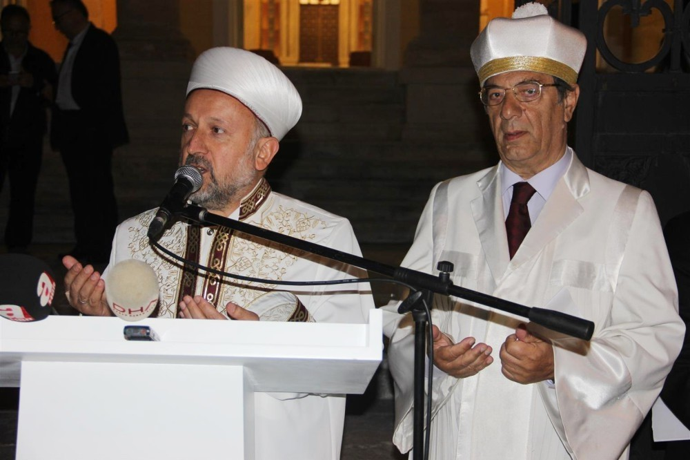 A mufti joined a Jewish chazzan for prayers