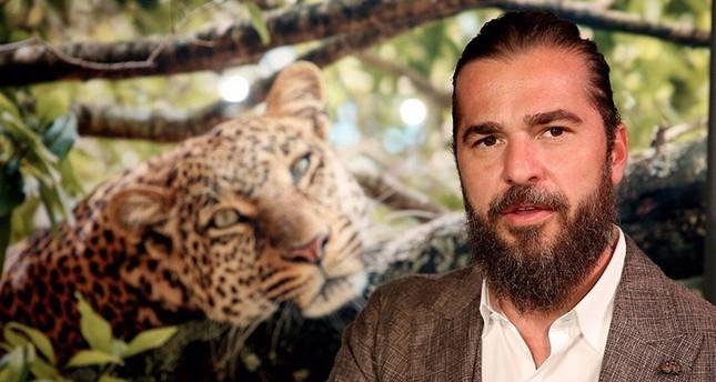 الفنان التركي إنغين ألتان دوزياطان في أفريقيا