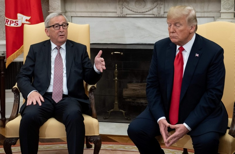 US President Donald Trump meets with European Commission President Jean-Claude Juncker in the Oval Office of the White House in Washington, DC, on July 25, 2018. (AFP Photo)