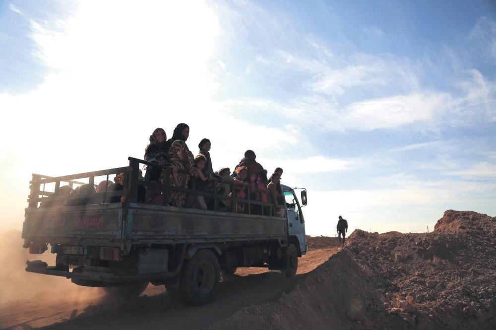 People fleeing areas of conflict in Daesh-held northern Raqqa, Syria, Nov. 8, 2016.