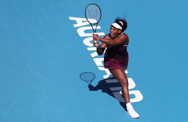 Williams hits a return against McHale during their women's singles match at the Auckland Classic, Jan. 9, 2020. AFP Photo
